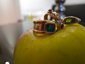 18kt gold with Emeralds