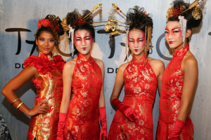 Decked out in red and gold these Geishas were the ultimate #chinacool