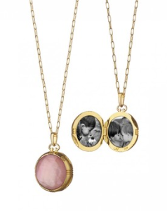 This 18kt yellow gold locket features a double-sided rose quartz stone over cognac mother of pearl.