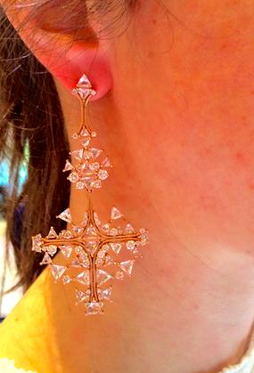 18kt with diamond earrings by Fernando Jorge